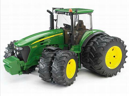 Bruder 3052 Traktor John Deere 7930 dvojitá kola