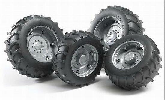 Bruder 2316 náhradní kola pro traktory řady 2000 - stříbrná (pro traktory Massey, Deutz a Case série 2000)