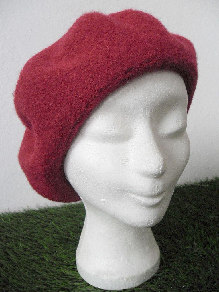 Dámský baret FINESA (červená barva)