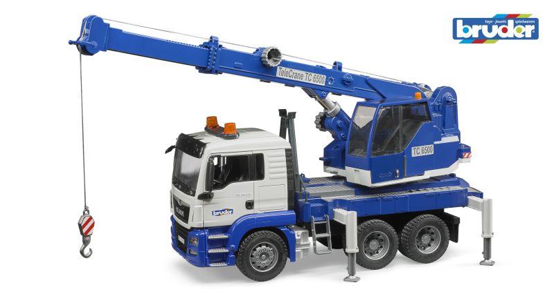 BRUDER 3770 Nákladní auto MAN TGS autojeřáb bílo-modrý